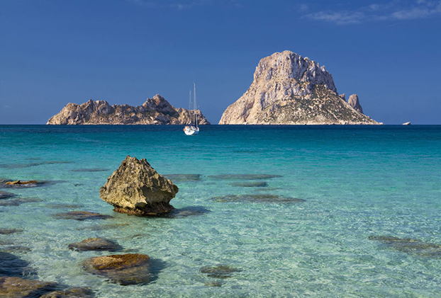 Cala d'Hort's with Es Vedra and Es Vedranell islands, Ibiza, Balearen, Spanien