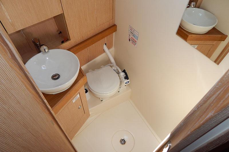 hanse 415 alquiler veleros wc proa