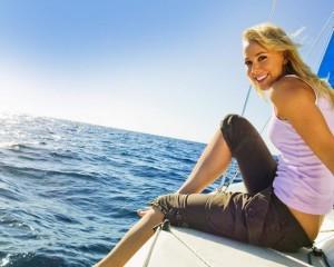 mujer-en-velero-300x240