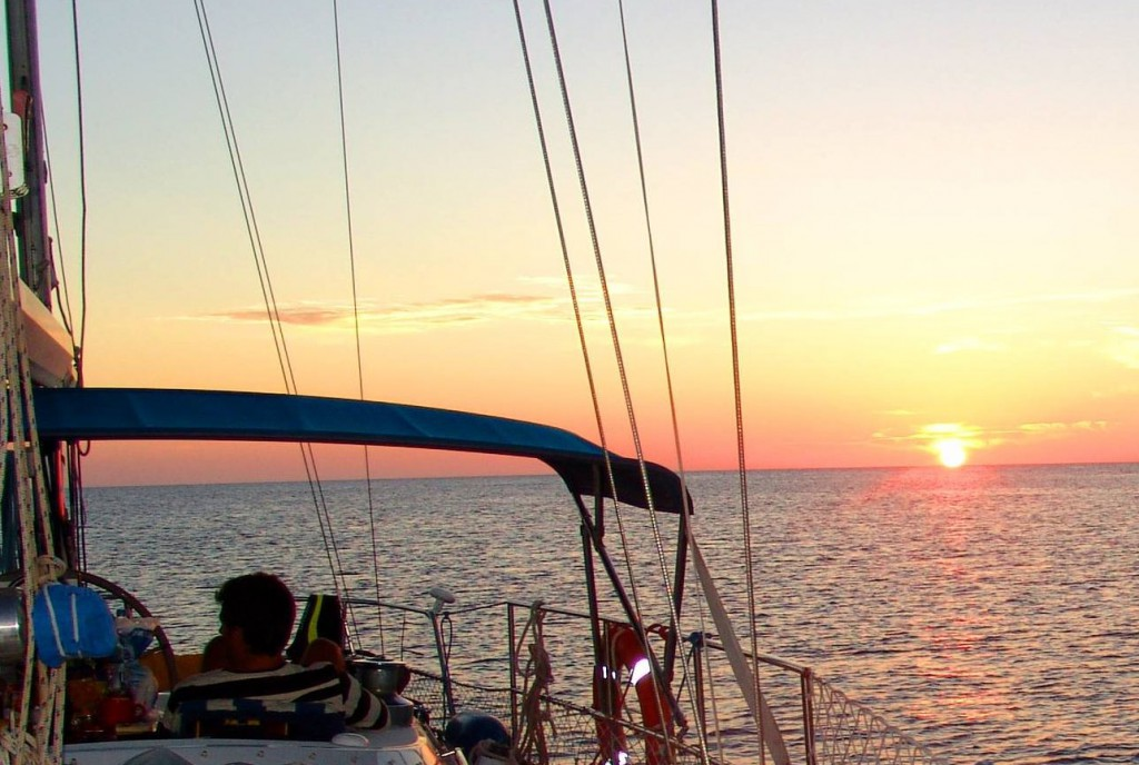 velero-navegando-a-columbretes-1024x688