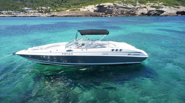 Larsoon LXi288. Alquiler Barcos Ibiza.