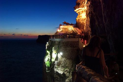 cova-d-en-xoroi-minorca-Alquiler-de-veleros-Menorca