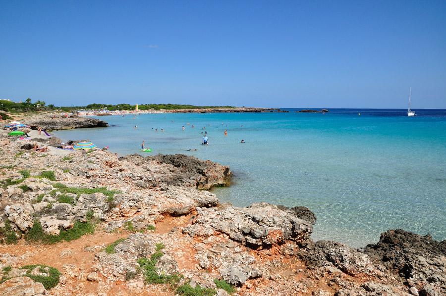 playa-son-xoriguer-Alquiler-de-veleros-Menorca