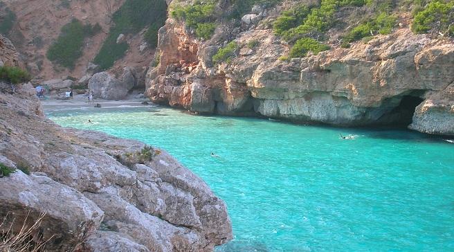 Calo-des-Moro-una-playa Alquiler de barcos