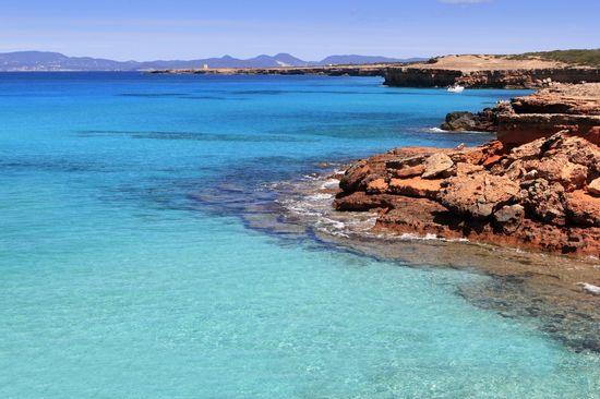 23142_cala_saona_ tranquikidad formentera alquiler de barcos Ibiza y Formentera veleros catamaranes yates motoras