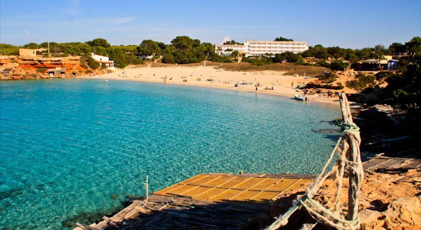 cala saona punta rasa alquiler de barcos Ibiza y Formentera Veleros Catamaranes Yates lanchas Motoras