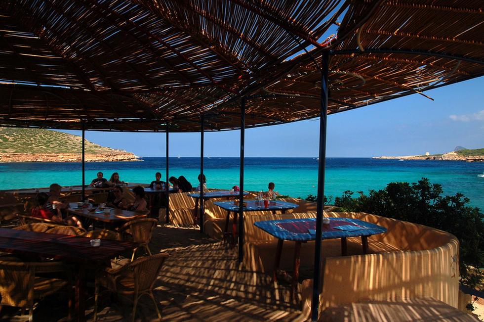 Alquiler-Barcos-Ibiza veleros-catamaranes-yates-lanchas-Sunsent Ashram Cala Comte jpg