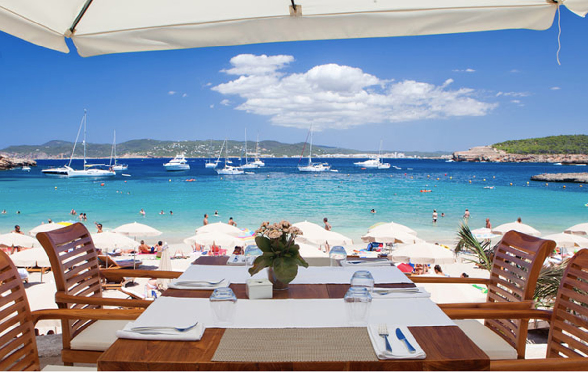 alquiler-barcos-ibiza-veleros-catamaranes-yates-lanchas-motoras cala-bassa-beach-club cala bassa