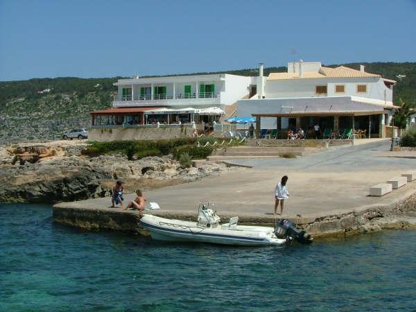 alquiler-barcos-ibiza-veleros-catamaranes-yates-can-rafalet-es calo jpg
