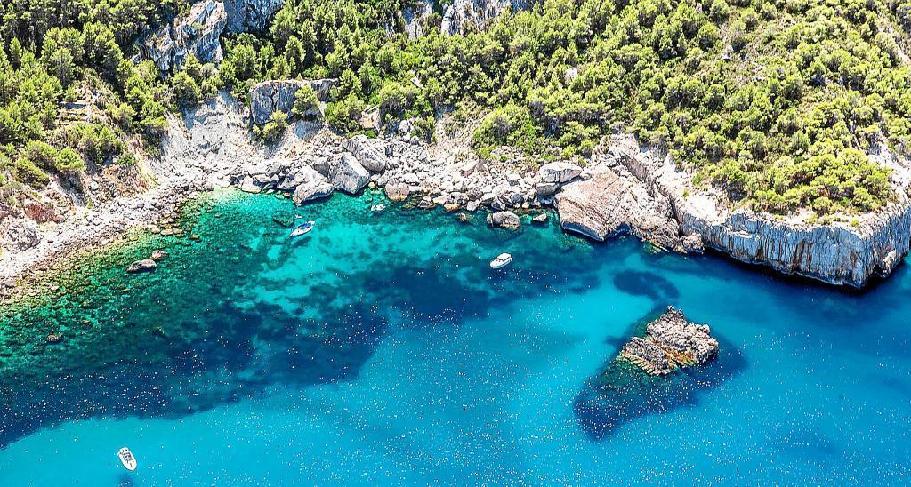 cala DÁubarca Alquiler de barcos Veleros Catamaranes Yates Lanchas Motoras Alquiler de barcos en Ibiza Formentera Mallorca Valencia