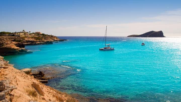 cala conta jpg Alquiler de barcos, Veleros, Catamaranes, Yates, Lanchas, Motoras Alquiler de barcos en Ibiza y Formentera Mallorca Valencia