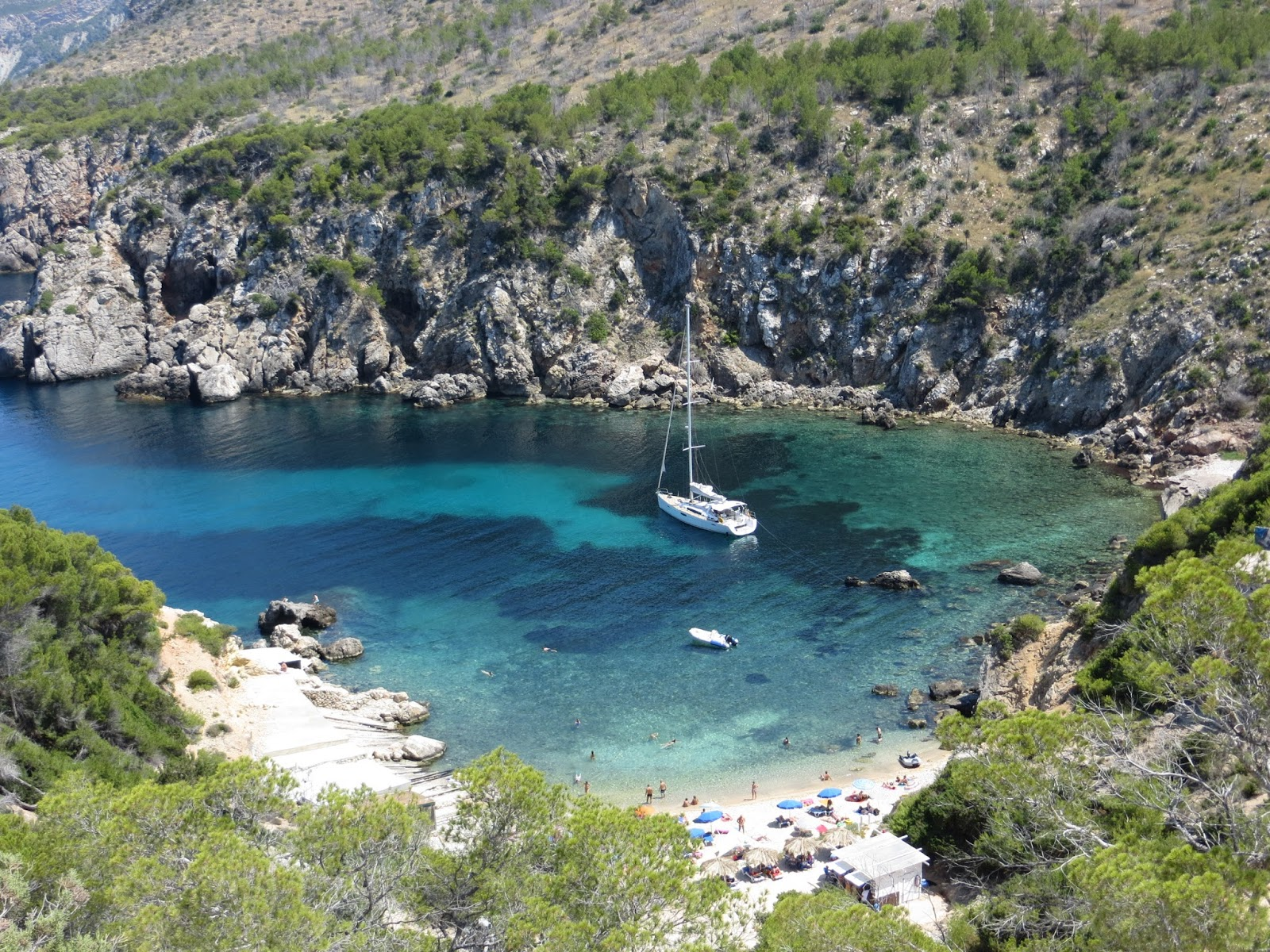cala d'en Serra Alquiler de barcos Veleros Catamaranes Yates Lanchas Motoras Alquiler de barcos en Ibiza Formentera Mallorca Valencia