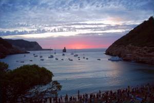 ibiza-cala-benirras- Alquiler de barcos Veleros Catamaranes Yates Motoras alquiler de barcos en Ibiza y Formentera