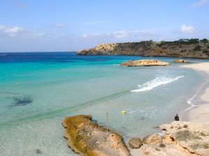 ibiza-cala-tarida-Alquiler de barcos Veleros y Catamaranes Ibiza y Formentera Alquiler de Yates Alquiler de Lanchas motoras Mallorca Valencia