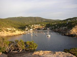 ibiza-cala-vadella- Alquiler de barcos Veleros Catamaranes Yates Lanchas Motoras Alquiler barcos Ibiza y Formentera
