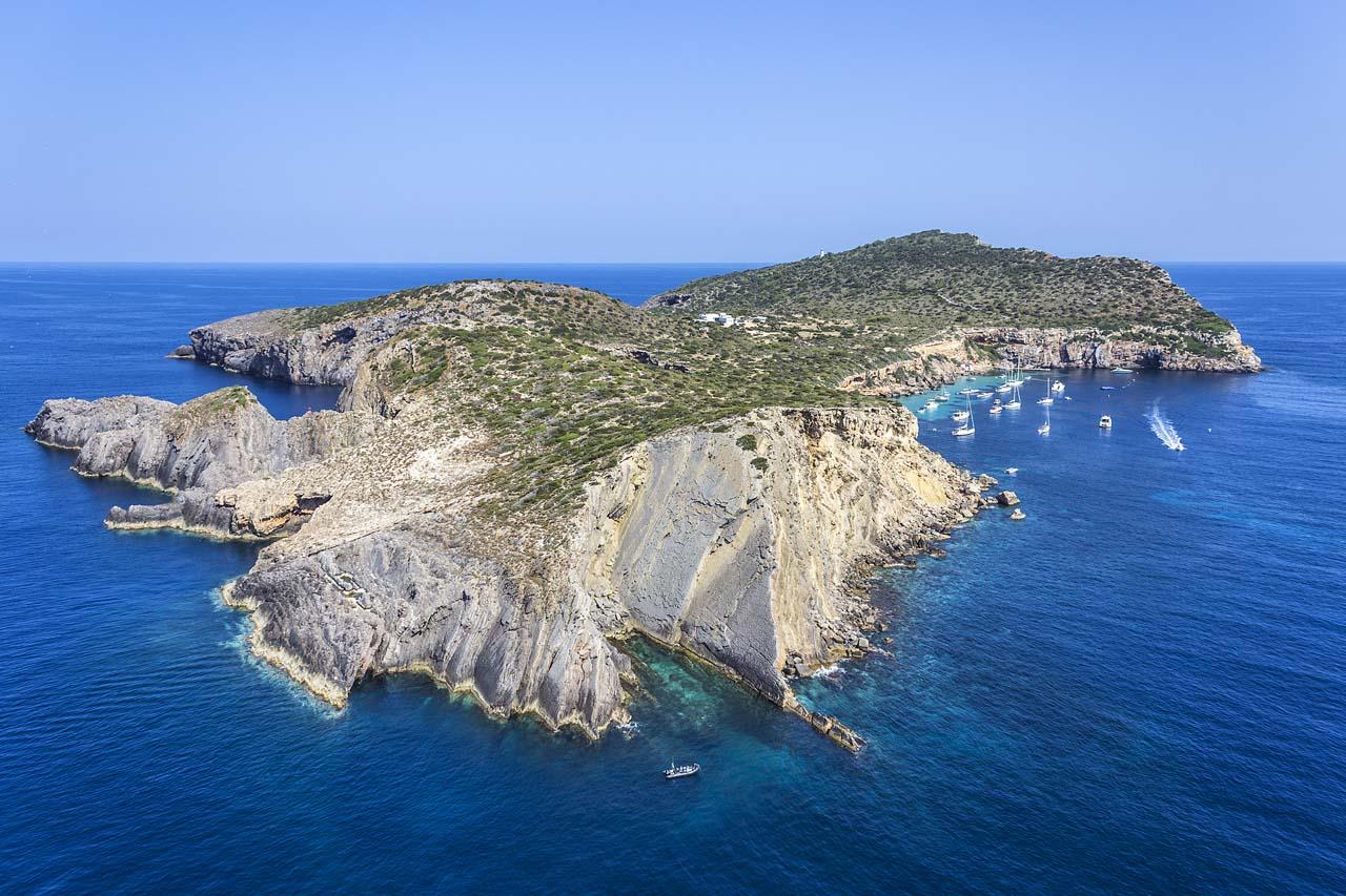 island-tagomago Alquiler der barcos Ibiza y Formentera Veleros Catamaranes Yates Lanchas Motoras