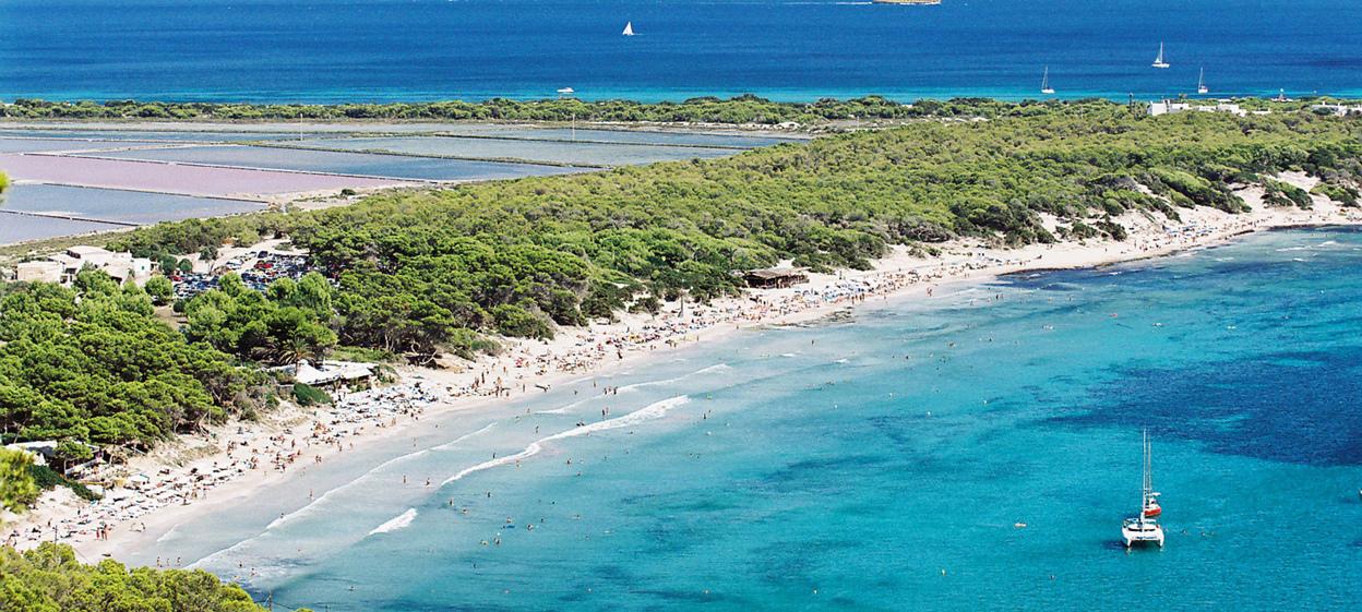 las-salinas-1 Alqyiler de barcos en Ibiza Alquiler de veleros, Alquiler de Catamaranes Alquiler de Lanchas motoras