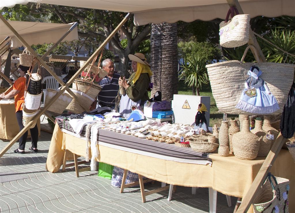 alquiler-barcos-ibiza-formentera-mercadillo-artesanal-san-antonio-jpg