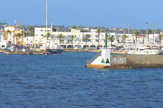 alquiler-barcos- veleros- catamaranes formentera-puerto-de-la-savina-1jpg