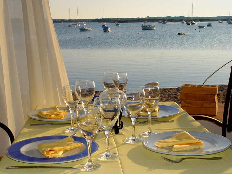 alquiler-barcos-ibiza veleros-catamaranes-yates-lanchas gastronomia-jpg