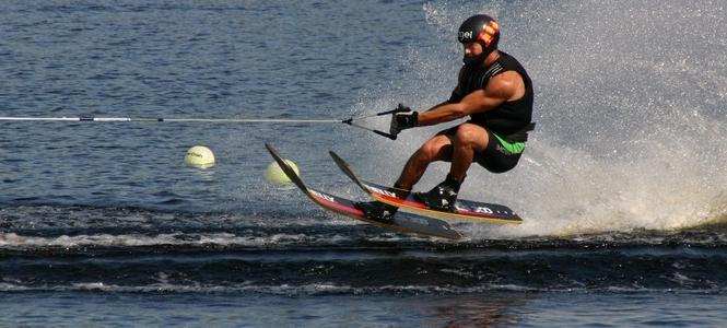 alquiler-catamaranes-ibiza-formentera-jpg-esqui-sobre-agua