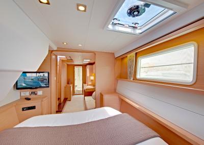 alquiler-de-barcos-en-Ibiza-Lagoon450-6.20