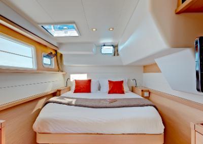 alquiler-de-barcos-en-Ibiza-Lagoon450-7.01