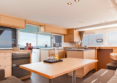 alquiler-de-barcos-en-Ibiza-Lagoon450-7.49