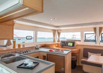 alquiler-de-barcos-en-Ibiza-Lagoon450-8.10