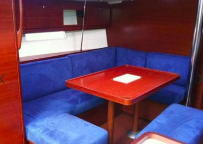 mesa-roja-barco