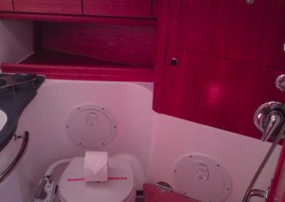 baño-velero-rojo