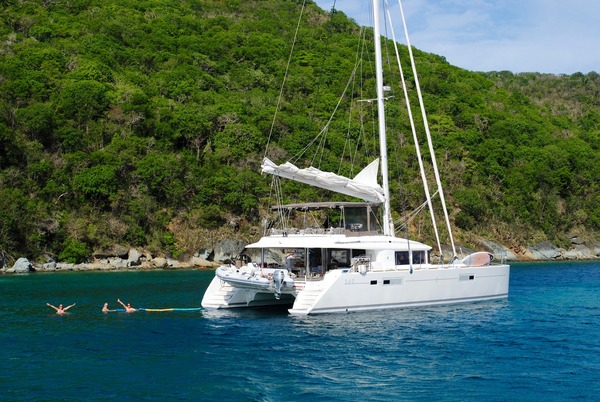 Ventajas y desventajas de alquilar un catamarán