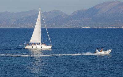 Razones por las que alquilar un barco