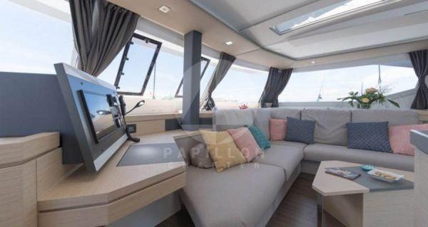 salon catamaran saona 47
