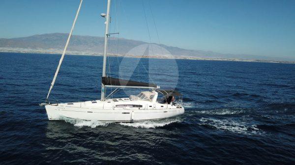 alquiler de veleros en Ibiza oceanis 50 navegando