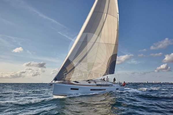 Alquiler velero valencia Jeanneau Sun Odyssey 490