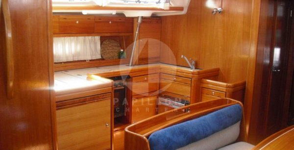 alquiler velero denia cocina bavaria 46