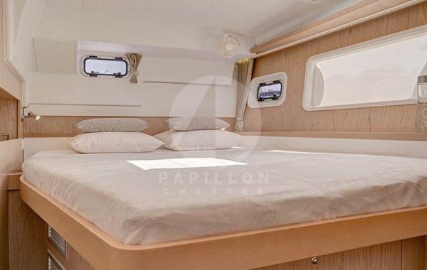 alquiler catamaran Ibiza interior cabina
