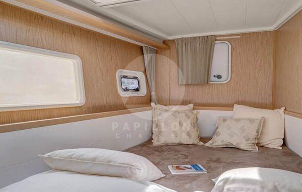 alquiler lagoon 400 cabina interior