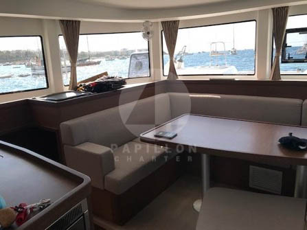 alquiler catamaran Ibiza interior
