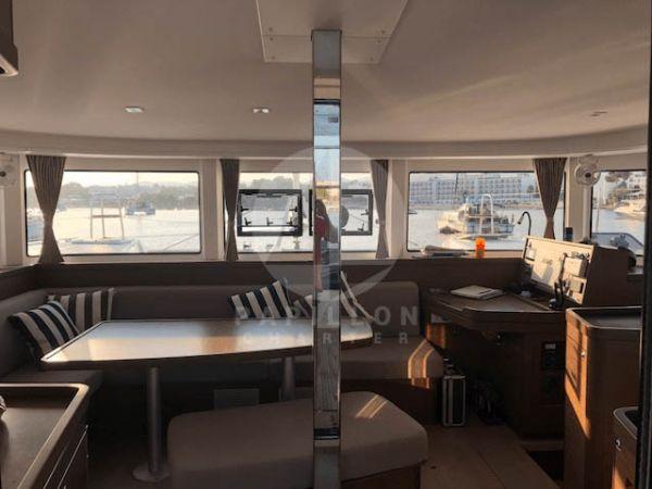 alquiler catamaran ibiza salón
