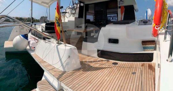 alquiler catamaran Ibiza exterior