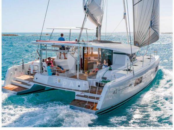 lagoon 42 alquiler de catamaranes en Ibiza