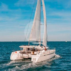 alquiler catamarán lagoon 450 proa